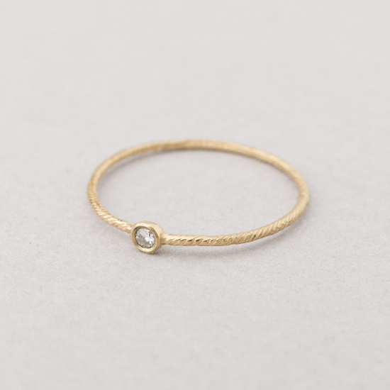 Fine ring yellow gold.