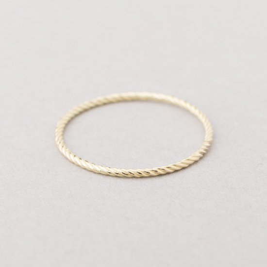 Fine twisted ring.