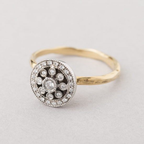 Statement rosas ring with diamonds.