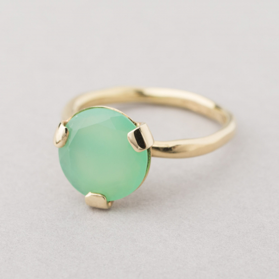Ring with a Chrysoprase stone.